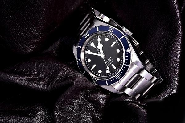 帝舵碧湾不锈钢表带79220B腕表鉴赏