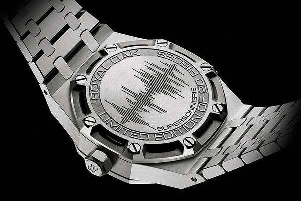 爱彼皇家橡树系列腕表推出两款三问型报时腕表